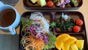 オキナワマリオットリゾート&スパ(旧オキナワマリオットリゾート&スパ)の朝食会場のサラダ